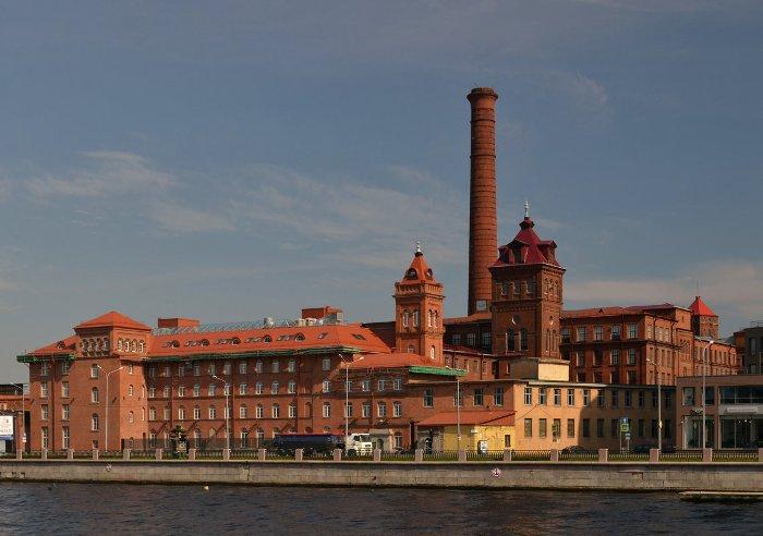 Выборгская набережная - место, где лидер встретил конец войны. /Фото: fotokto.ru