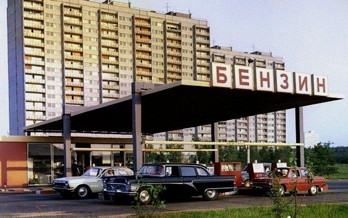 С какой целью в СССР бензин красили в разные цвета, и почему сегодня к такой градации хотят вернуться