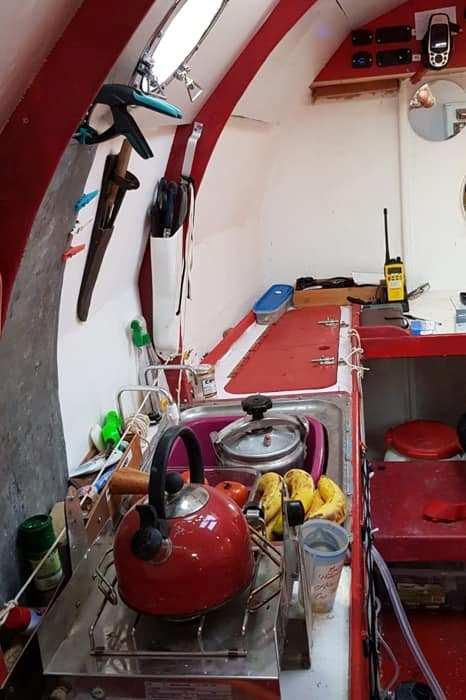В каюте бочки предусмотрены удобства. /Фото: societyofsmallness.com