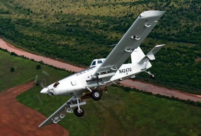 Воздушный трактор AT-802U. /Фото: factmil.com