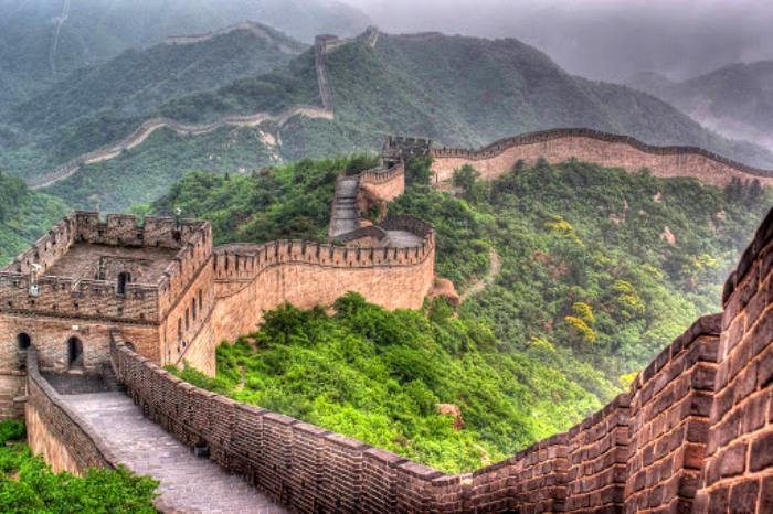 Великая китайская стена, оказывается, разрушается не только временем, но и самими китайцами. /Фото: travellingtati.com
