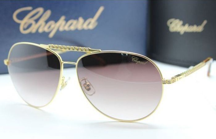 Золотые очки с драгоценностями. /Фото: uznayvse.ru