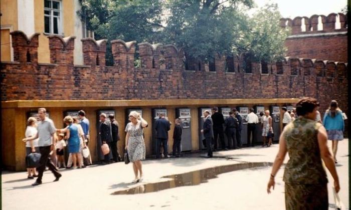 Торговые автоматы оказались не очень удобными в обслуживании. /Фото: topast.ru