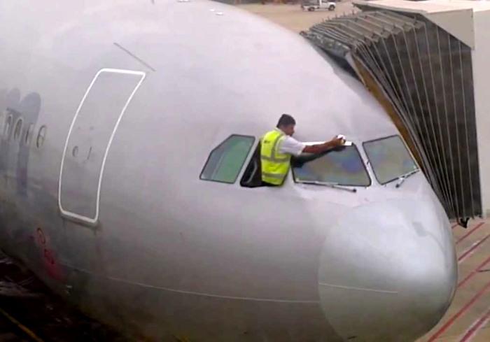 Не катастрофа, а всего лишь новый герметик. /Фото: blogspot.com