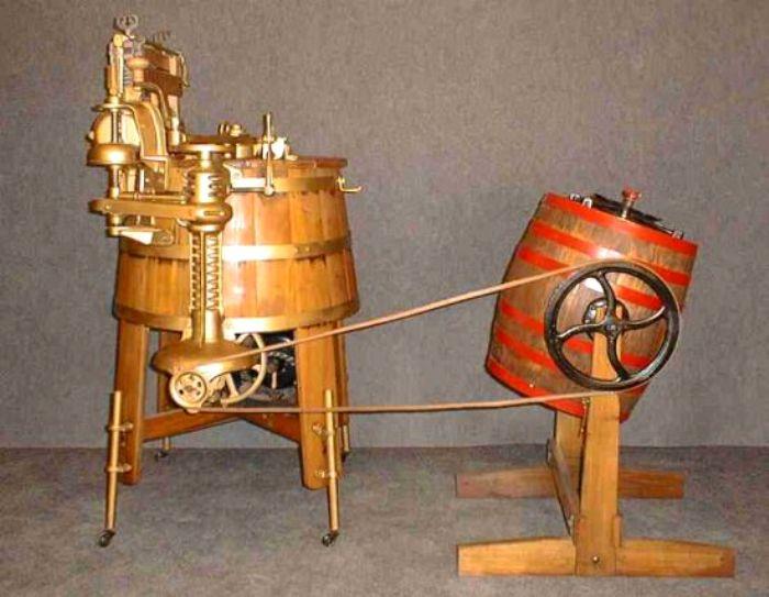 Первые агрегаты для стирки были большими и громоздкими. /Фото: mirfactov.com