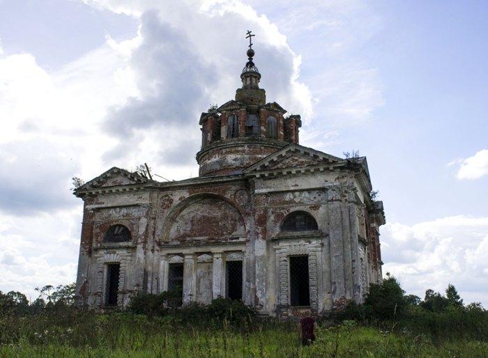 Церковь-усыпальница - единственное упоминание о бывших владельцах этих мест. /Фото: wikiрedia.org