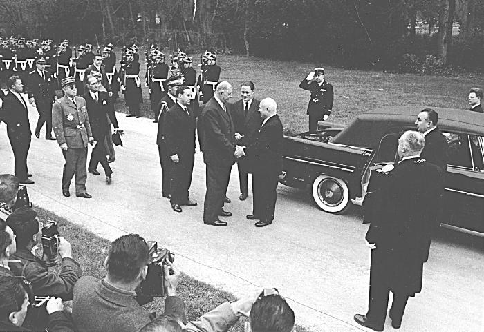 Возможно, именно визит Хрущева во Францию положил начало оригинальному концепту. /Фото: sovsekretno.ru