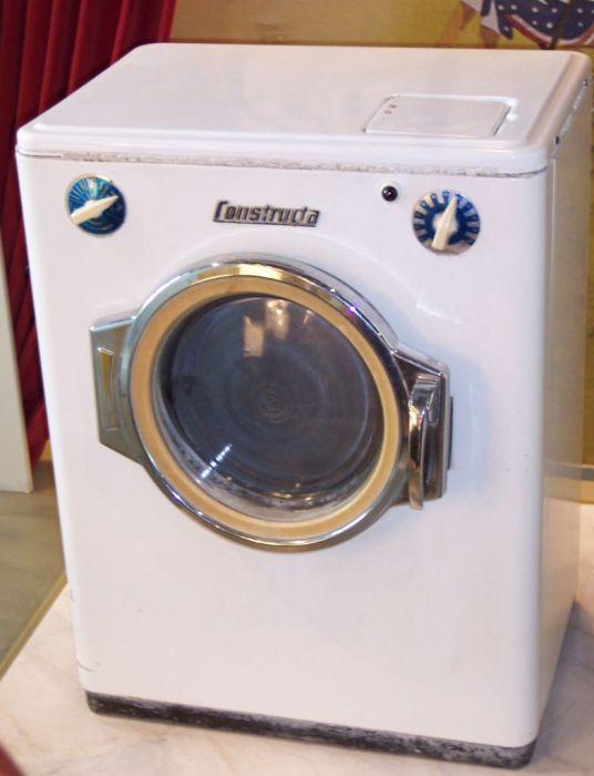Одна из первых стиральных машин-автоматов. /Фото: Wikipedia.org