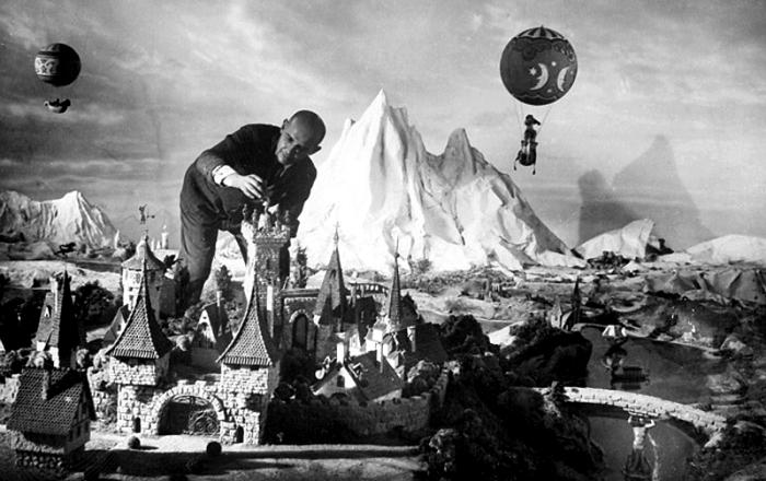 Для съемок советского фильма «Золушка» выстроили целый сказочный мир в масштабе. /Фото: www.kino-teatr.ru