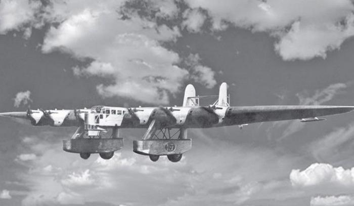Самолет-гигант в небе. /Фото: livejournal.com