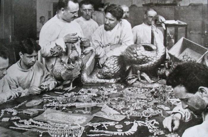 Смекалка русских аристократов спасла их драгоценности от лап чекистов.