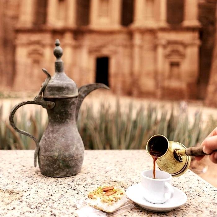 В Иордании питье кофе - целый ритуал. /Фото: miramalo.club