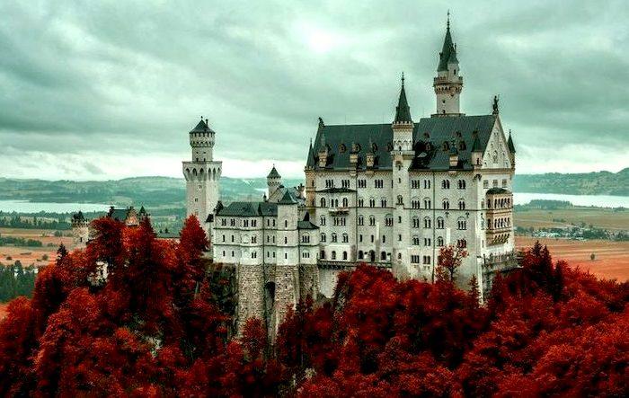 Сказочный замок - жемчужина баварских Альп. /Фото: miraxtravel.com