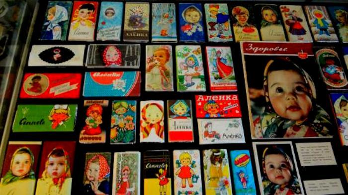 За все 65 лет своего существования обертка сладости неоднократно менялась, но победила традиционная. /Фото: tripadvisor.ru