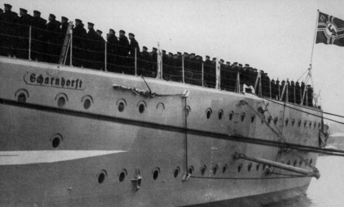 Построение команды на палубе. /Фото: scharnhorst-class.dk