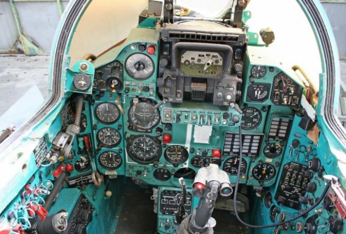 Кабина пилота МиГ-23М. /Фото: skyships.ru