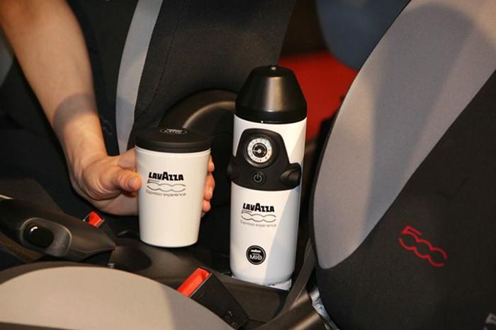 Теперь кофе-брейк можно устроить прямо в салоне. /Фото: avtomania.com