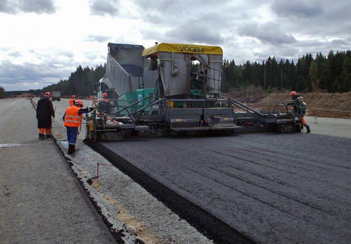 Строительство резиновой дороги в Польше. /Фото: klaxon.ru