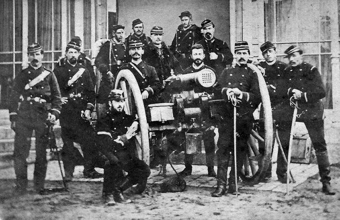 Боевой расчет с Митральезой. /Фото: alternathistory.com