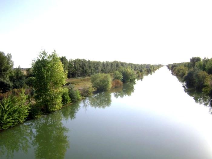 Канал Иртыш-Караганда - воплощенная часть проекта поворота рек. /Фото: mapio.net