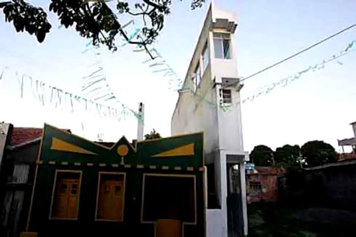 Бразильская трехэтажка шириной в...метр. /Фото: livejournal.com
