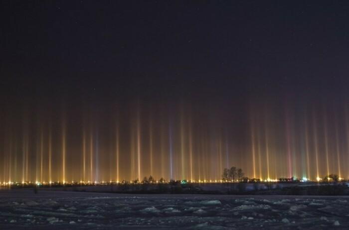 Морозный воздух и свет - получаются солнечные столбы. /Фото: fishki.net
