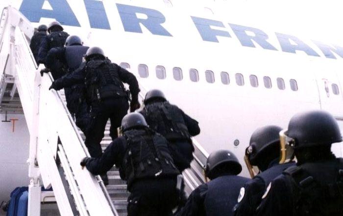 Пилоты знают, как действовать при захвате самолета. /Фото: chrontime.com