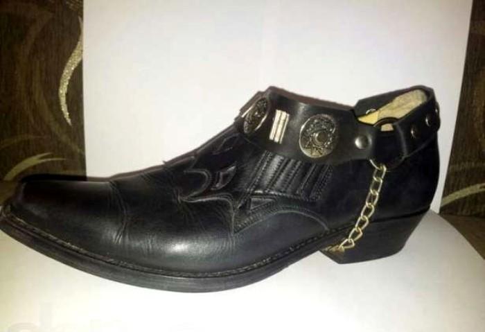 Туфли с острыми носками были писком моды у мужчин. /Фото: yaplakal.com