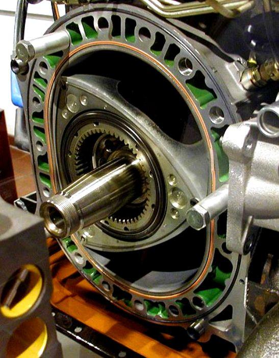 Двигатель Ванкеля в разрезе. /Фото: wikipedia.org
