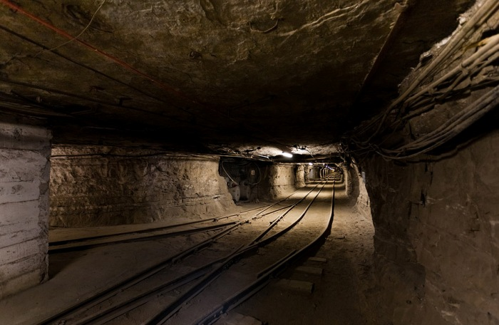 Тоннели шахты настолько длинные, что кажутся бесконечными. /Фото: allzip.org