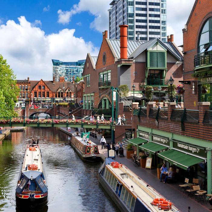 Английский промышленный центр также может похвастаться каналами. /Фото: theguardian.com
