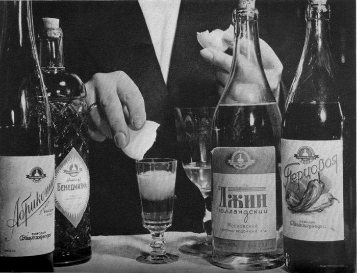 Хороший и оригинальный алкоголь в СССР можно было найти, если знать, где искать. /Фото: fishki.net