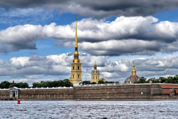 Вид не крепость с воды. /Фото: shortpixel.ai