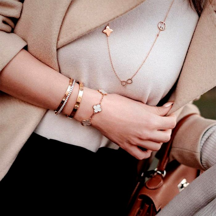 Сочетаемость в украшениях не менее важна, чем в одежде. /Фото: yapokupayu.ru