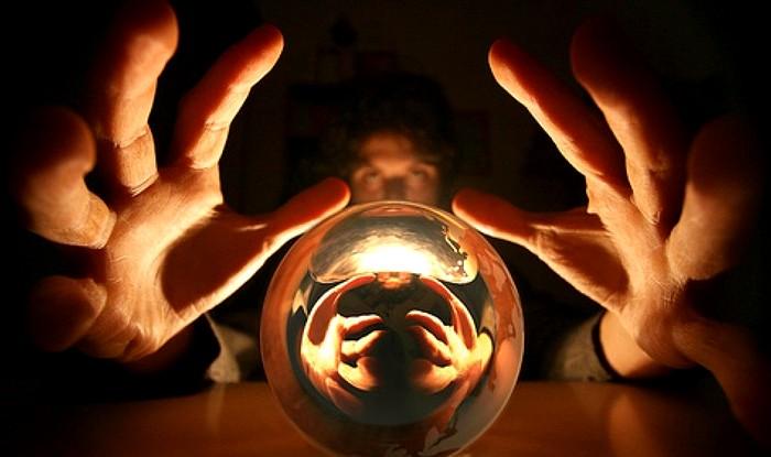 Многие из тех, кто именует себя экстрасенсом никакими сверхспособностями не владеют. /Фото: nash.live