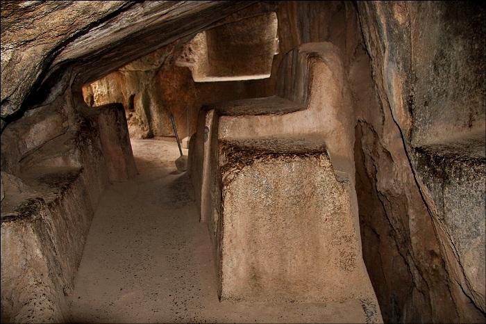 Таинственный стульчик среди перуанских камней. /Фото: livejournal.com