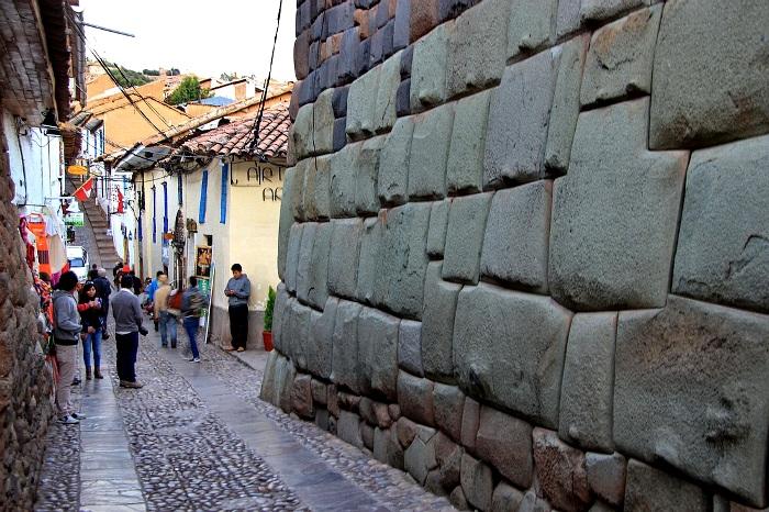 Полигональная кладка города Куско, Перу. /Фото: livejournal.com