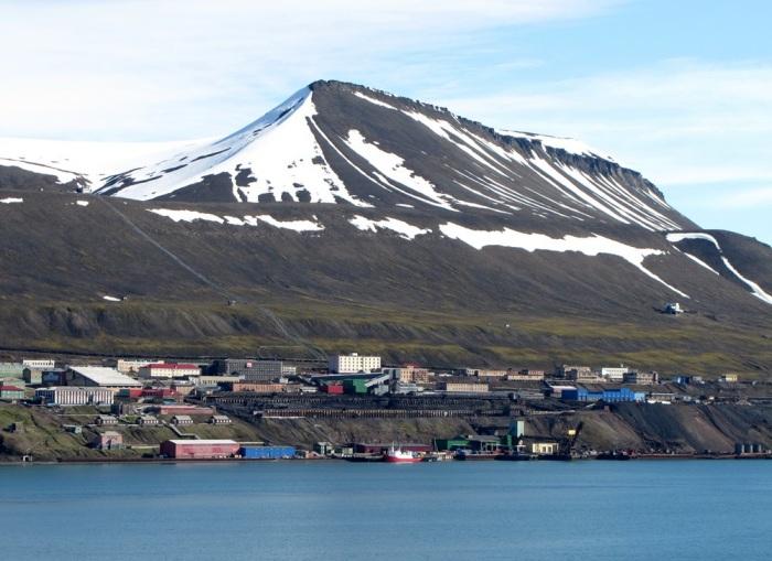 Место на краю Земли, где норвежцев меньше, чем россиян. /Фото: livejournal.com