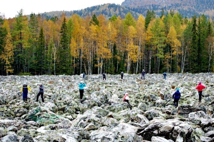 Самая длинная каменная река очень популярна у туристов. /Фото: radikal.ru