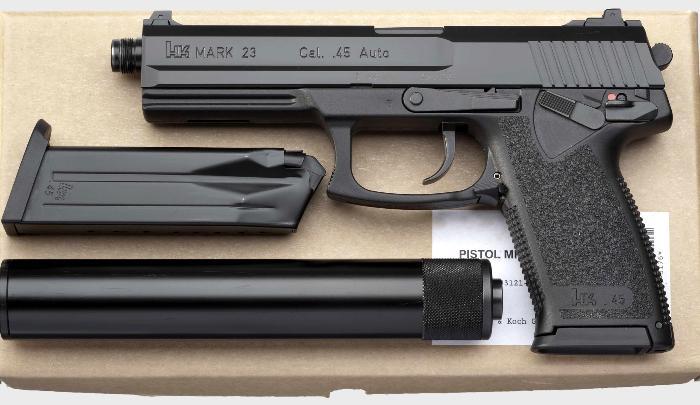 Лазерная указатель и глушитель  - отличительные черты этой модели. /Фото: imgur.com