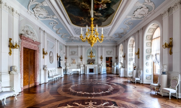 Белый зал Гатчинской резиденции. /Фото: gatchinapalace.ru
