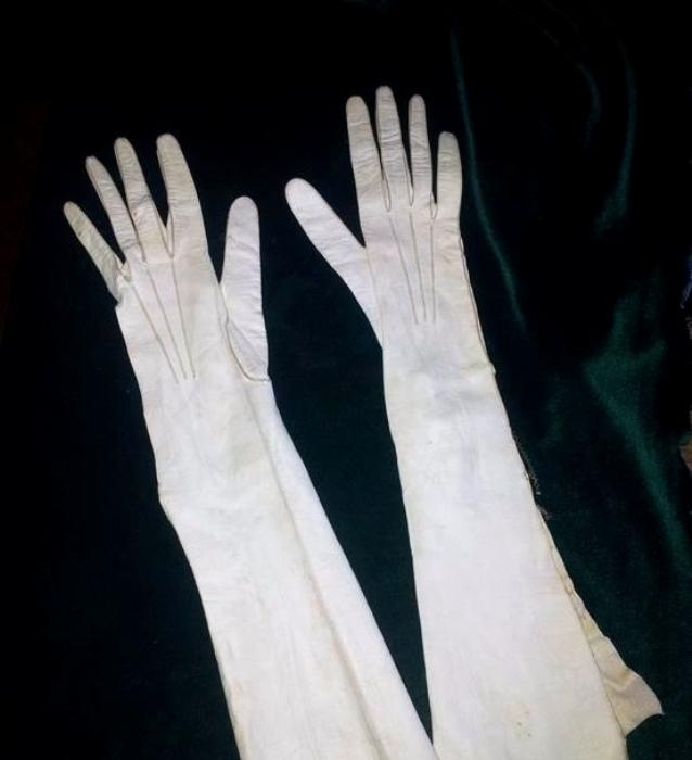 Атласные перчатки 19 века. /Фото: violity.com