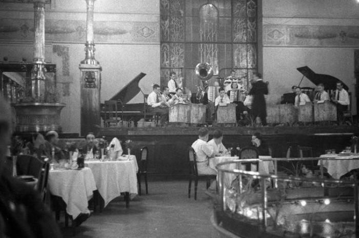 Порой в ресторане работал едва ли не оркестр. /Фото: homsk.com