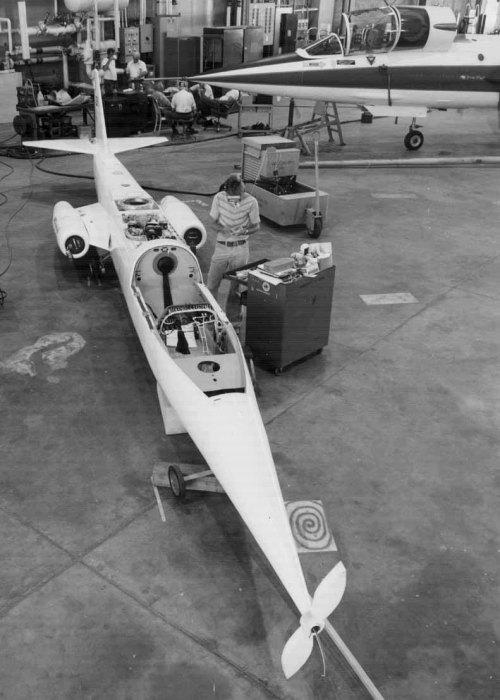 Сборка нового самолета тоже проводилась силами НАСА. /Фото: ninfinger.org