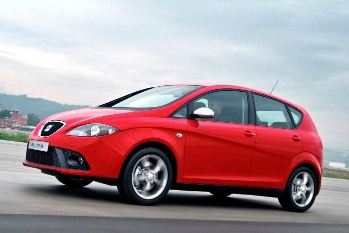 Рельефное крыло автомобиля сразу бросается в глаза. /Фото: infocar.ua