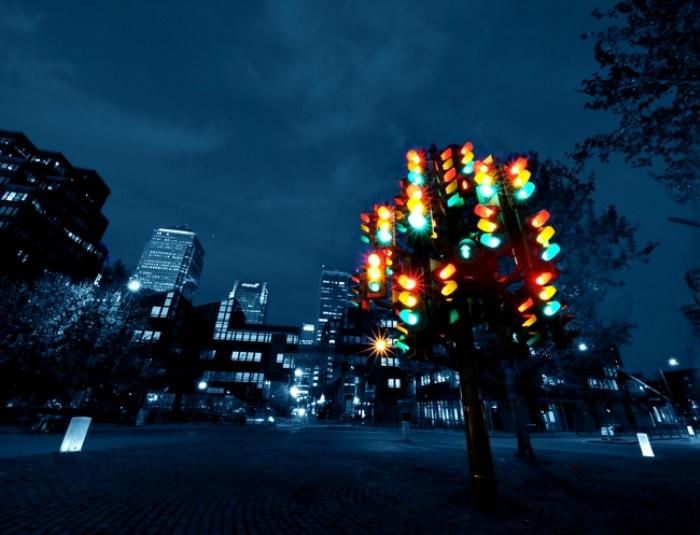 Светофоры тоже увековечены в скульптуре. /Фото: tursputnik.com
