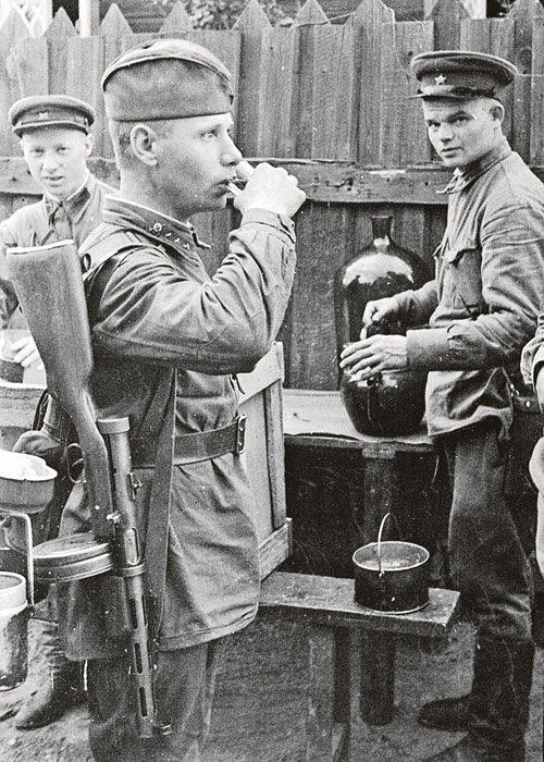 В войну была своя алкогольная традиция. /Фото: drive2.ru