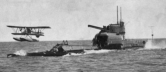 Подлодка-авианосец во время испытаний. /Фото: wikiрedia.org