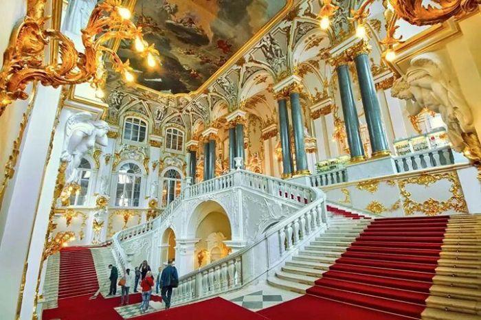 Одно лишь роскошное убранство Зимнего дворца стоит того, чтобы в нем побывать. /Фото: pinterest.com
