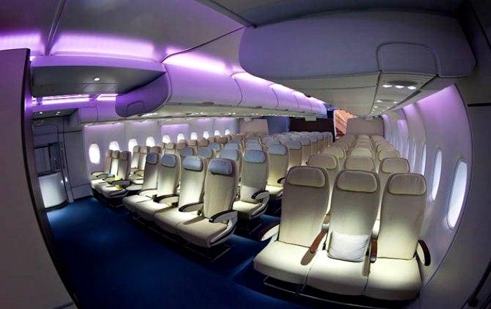 Салон А380 просторный и светлый. /Фото: peremena-avia.ru